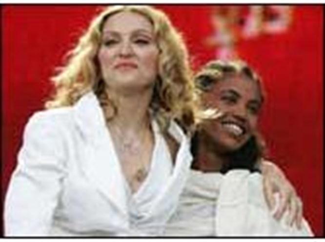 Bizim yıldızlar Madonna'ya fark attı